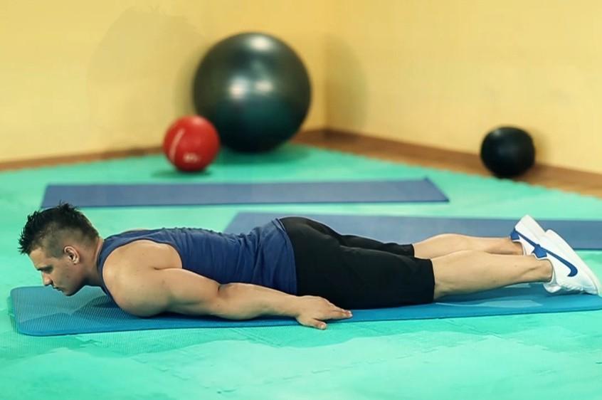 Упражнение Обратное скручивание лежа на животе