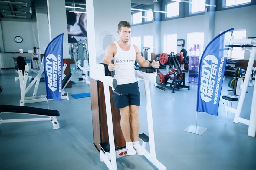 Exercise Knee/Hip Raise On Parallel Bars