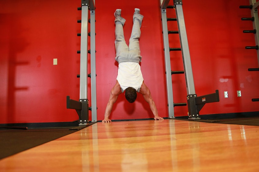 Exercise Handstand Push-Ups