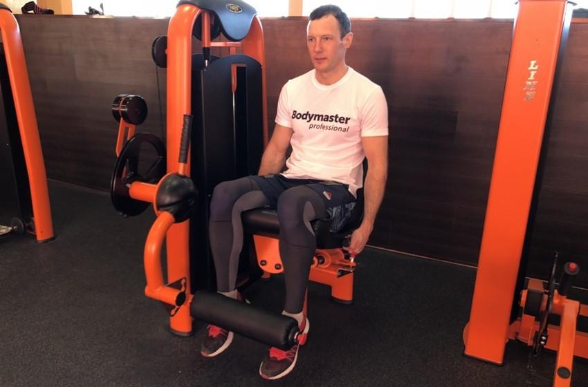 Упражнение Выпрямление ног в тренажере