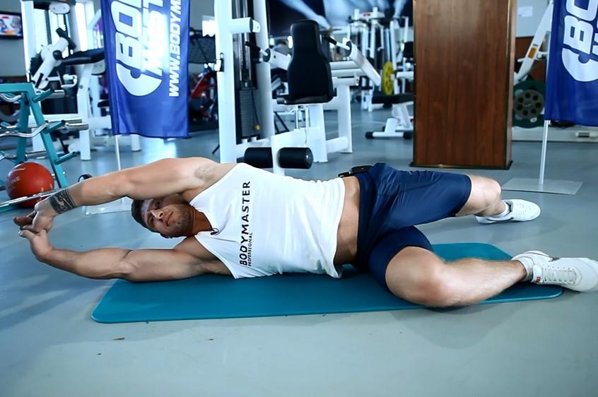 Упражнение Растягивание широчайших мышц спины лежа