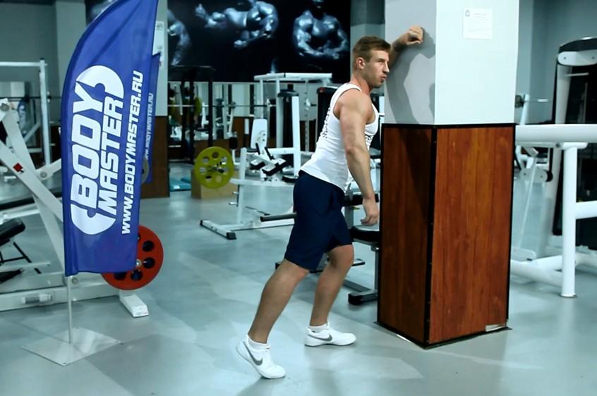 Упражнение Растягивания широчайших мышц спины в упоре стоя