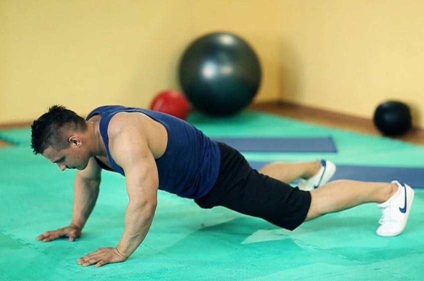Упражнение Растяжка внутренних мышц бедер