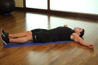 Растяжка приводящих мышц бедра лежа на боку
