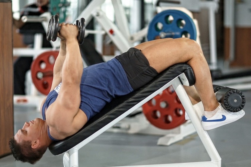 Exercise Decline Dumbbell Flyes