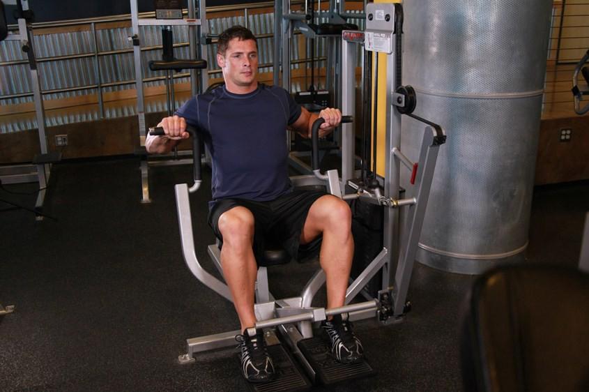 Упражнение Жим в тренажере