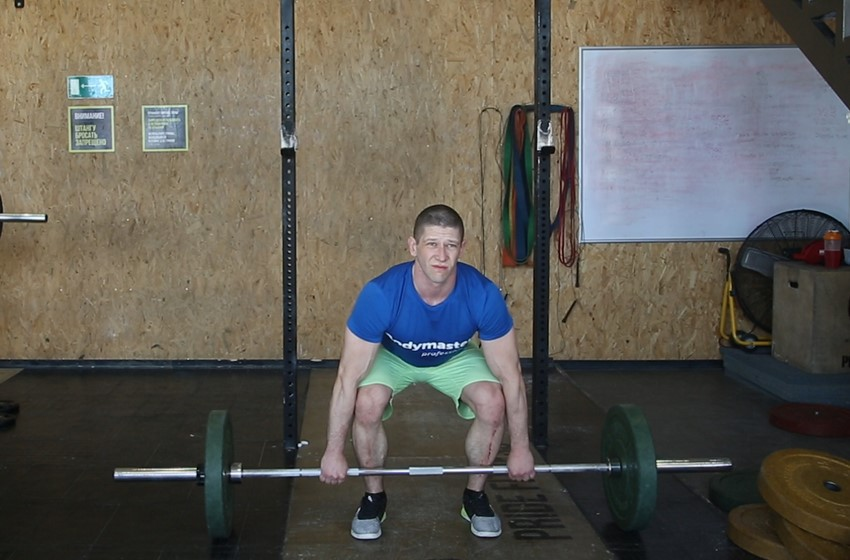 Упражнение Становая тяга со штангой с прямыми ногами (мёртвая)