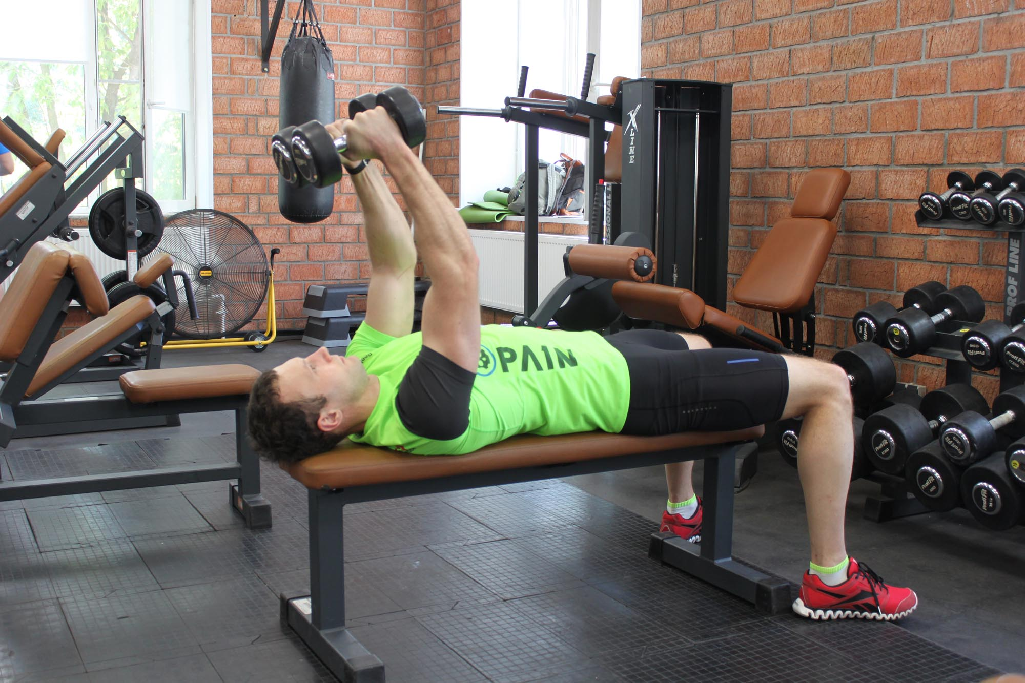 Exercise Lying Dumbbell Tricep Extension