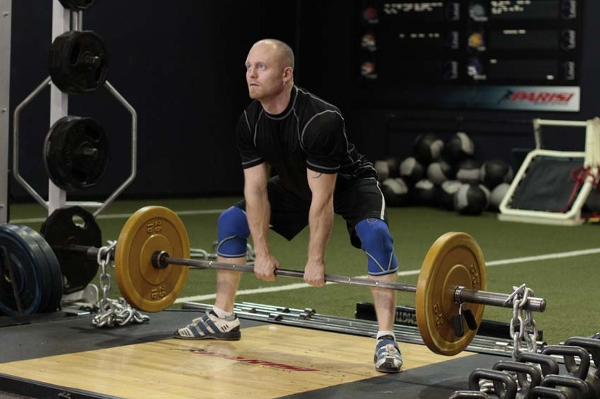 Exercise Sumo Deadlift with Chains