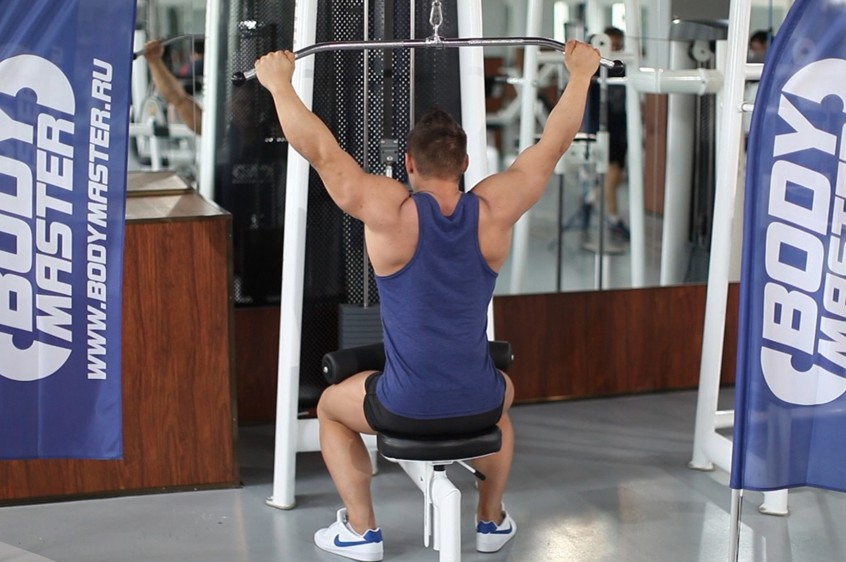 Exercise Wide-Grip Pulldown Behind The Neck