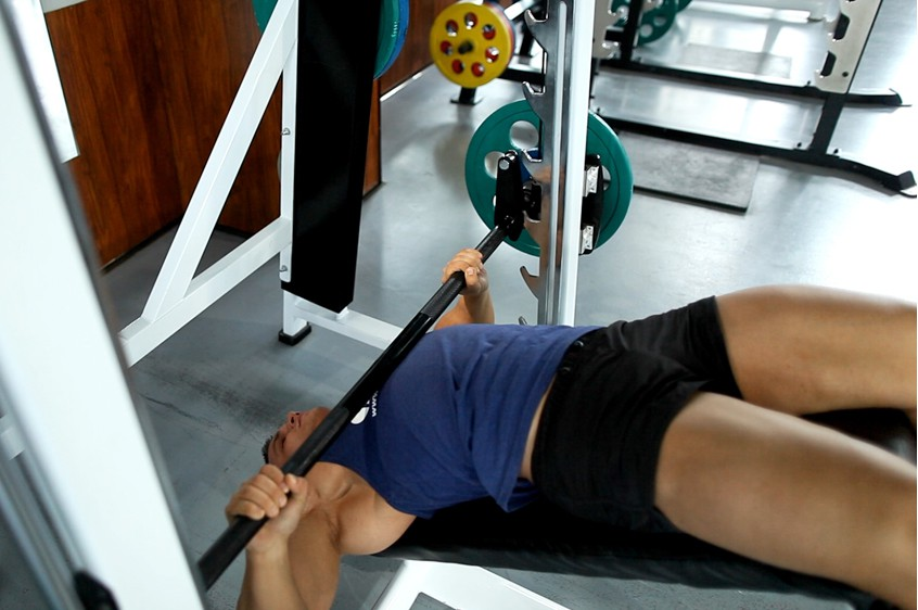 Exercise Wide-Grip Decline Barbell Bench Press