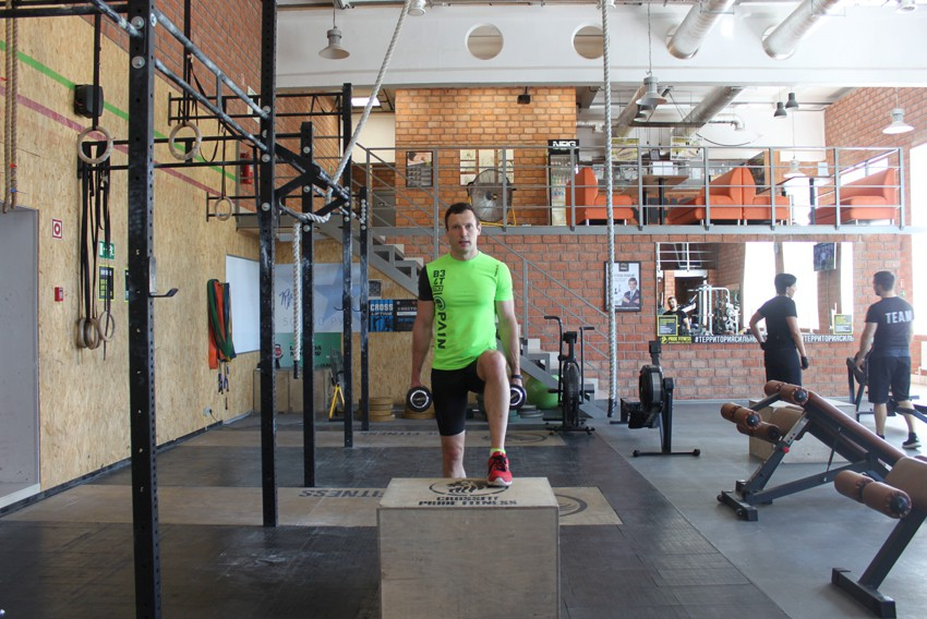 Exercise Dumbbell Step Ups