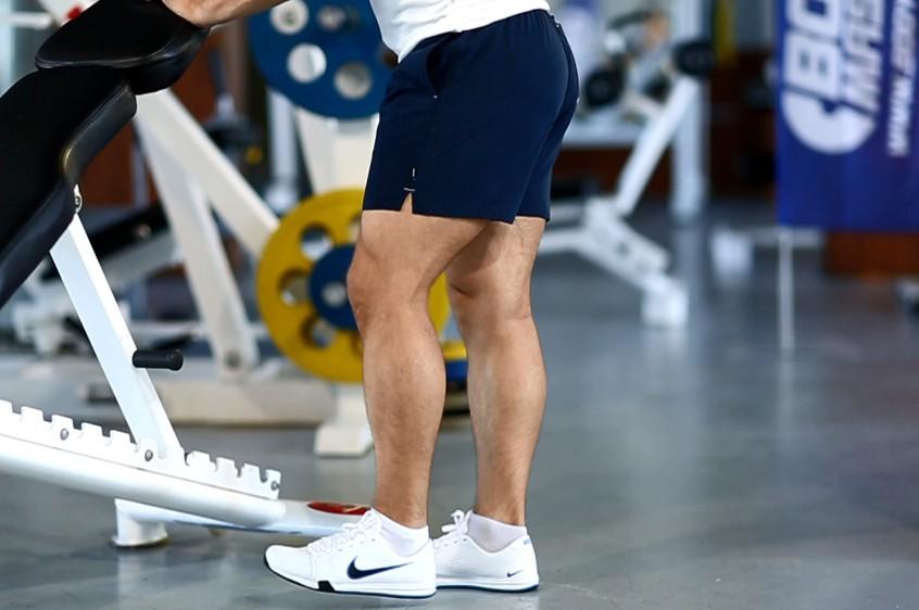 Упражнение Махи ногой